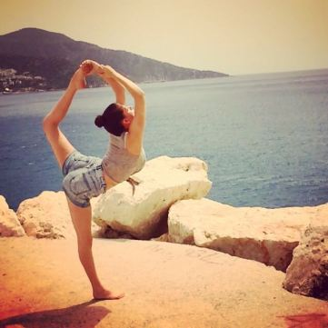 Flexibility through cheerleading pre surgery, 2015